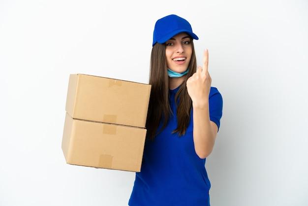 Consegna donna caucasica isolata su sfondo bianco facendo gesto venuta