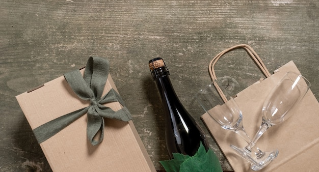 Servizio di consegna scatola imballo sacchetto spedizione bicchieri da vino in legno
