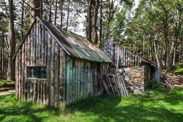 Capanna abbandonata vicino a loch an eilein