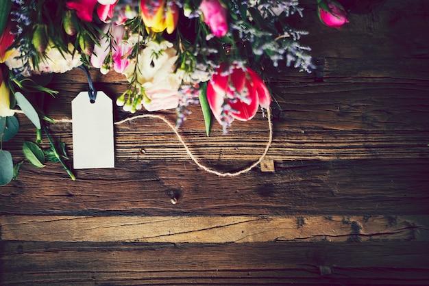 Spazio di design con bordo floreale