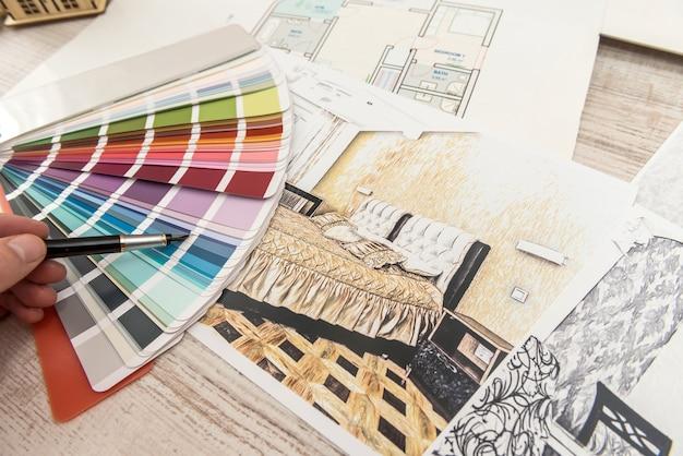 Il designer sceglie il colore perfetto per un nuovo appartamento. schizzo di un appartamento moderno
