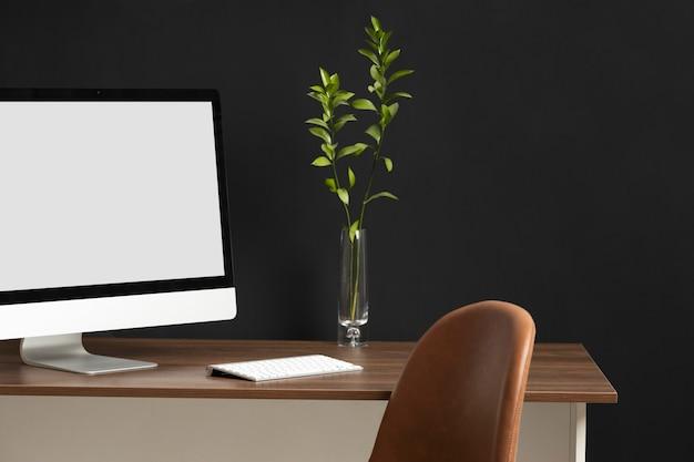 Assortimento da scrivania con monitor