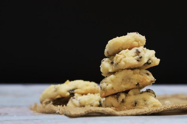 Dessert biscotto homade su sfondo nero