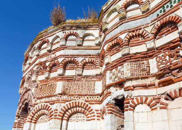 Distrutta la chiesa di san giovanni aliturghetos a nessebar, bulgaria. estate, 2015.