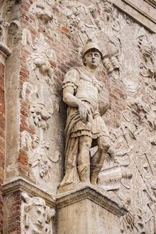 Particolare della facciata della loggia del capitaniato, progettata da andrea palladio e realizzata nel 1572