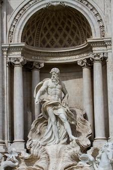 Dettaglio dalla fontana di trevi a roma, italia