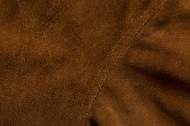 Dettaglio della giacca in pelle scamosciata fondo sartoriale