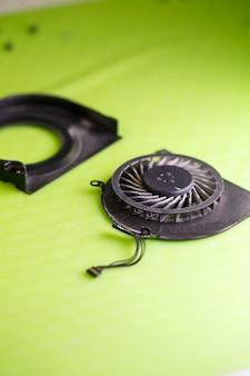 Dettaglio per il raffreddamento del laptop. raffreddamento dal computer. parte di riparazione del computer portatile