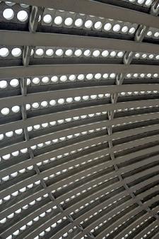 Particolare dei moderni soffitti ovali