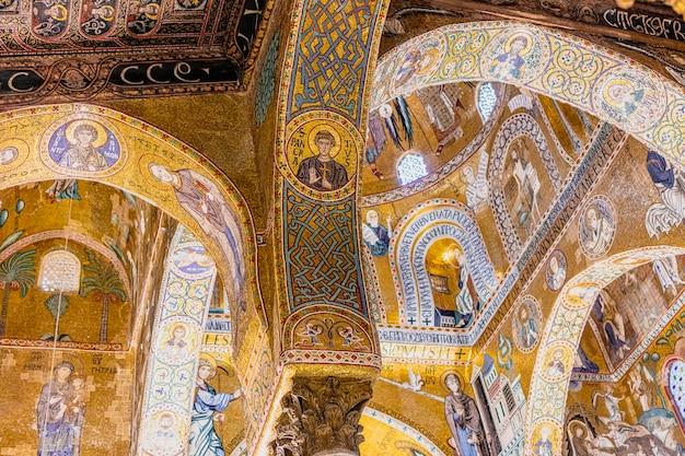 Particolare del mosaico della cappella palatina a palermo. italia.