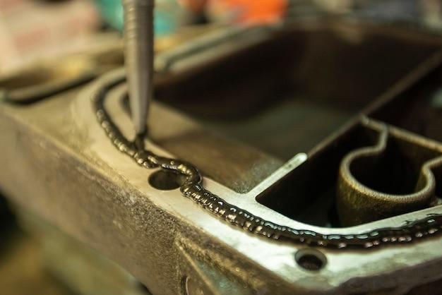 Particolare del sigillante sulla parte meccanica