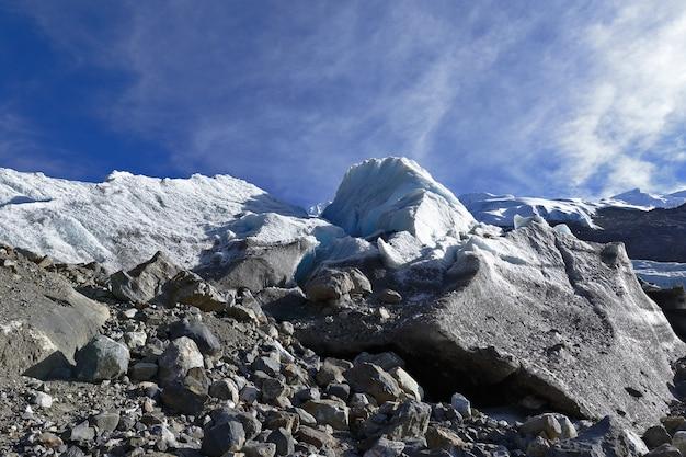Particolare dello scongelamento di huaytapallana nevoso