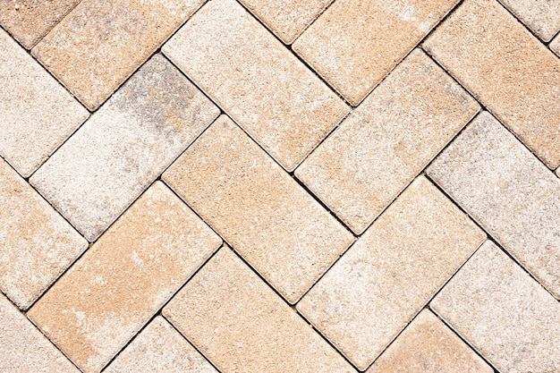 Il dettaglio delle piastrelle della strada dà un motivo armonico. struttura e fondo dei mattoni. lastre di pavimentazione