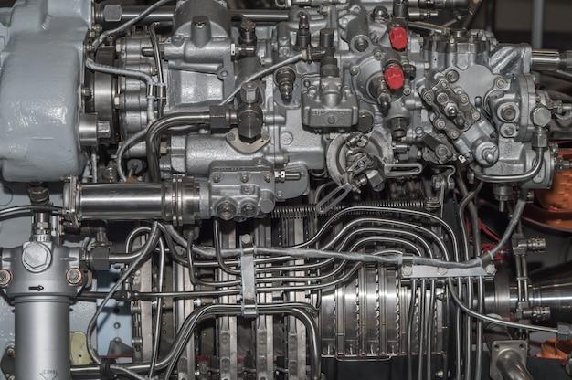 Esposizione dettagliata di un motore a turbina.
