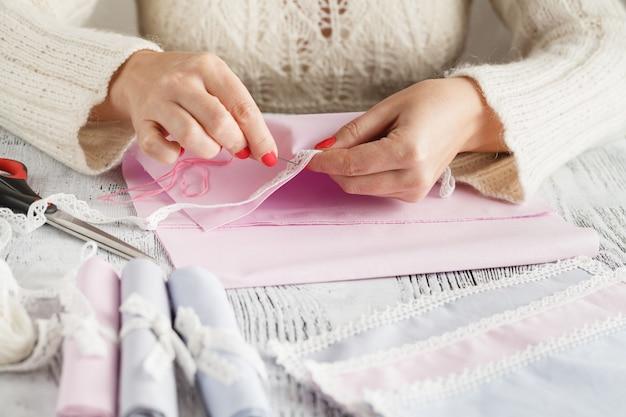 Dettagli delle applicazioni nell'artigianato del merletto