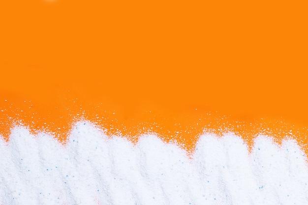 Detergente in polvere per il lavaggio dei vestiti. concetto di lavanderia.