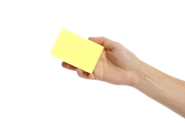 Detersivo su un panno in mano isolato su sfondo bianco