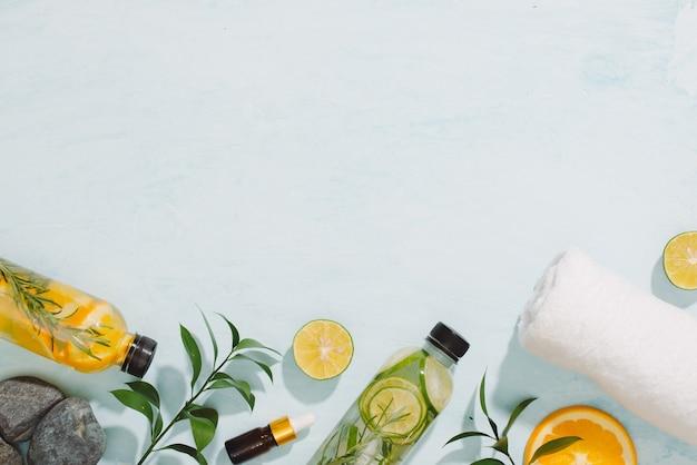 Acqua aromatizzata alla frutta detox. cocktail casalingo estivo rinfrescante
