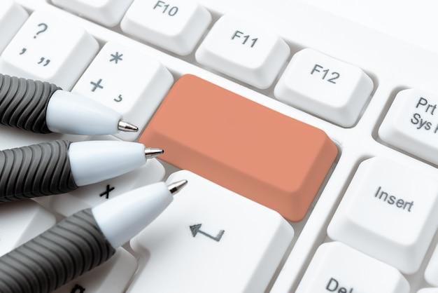 Sviluppo di un nuovo sito web interattivo, modifica di codici di programmazione, connettività globale, collegamento di persone a livello globale, apprendimento di nuove idee, raccolta di informazioni
