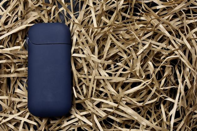 Un dispositivo per riscaldare il tabacco. sigaretta elettronica