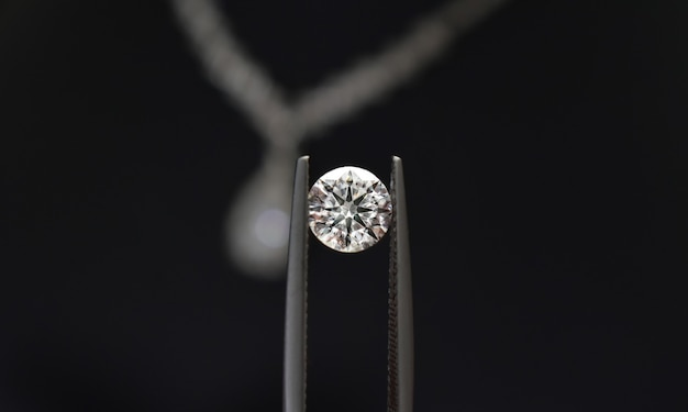 I diamanti sono preziosi, costosi e rari. per fare gioielli