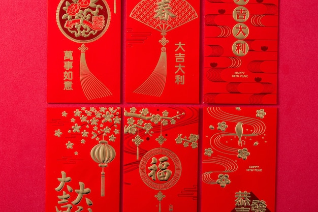 Buste cinesi differenti di festival di nuovo anno su fondo rosso.