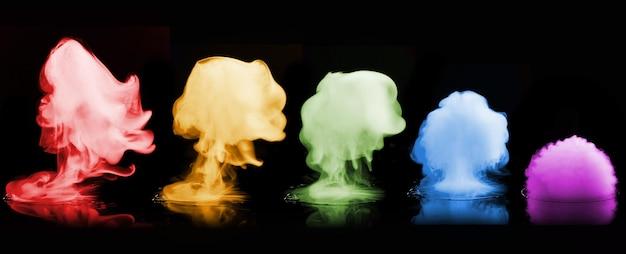 Diverse esplosioni di fumo di colore isolate sulla superficie nera
