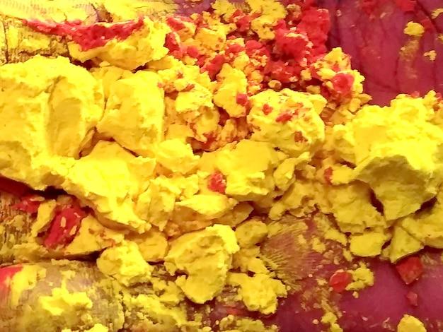 Diversi colori organici gulal polvere dai colori vivaci per il festival di holi in india e la felicità in tutto il mondo