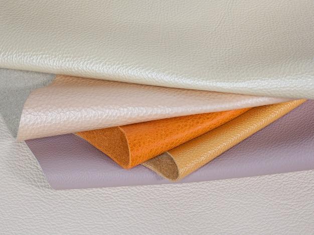 Campioni di texture in pelle naturale di diversi colori pastello