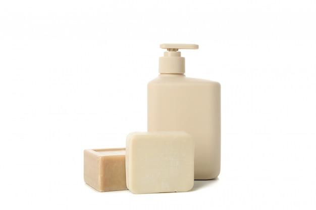 Sapone diverso isolato su sfondo bianco. igiene