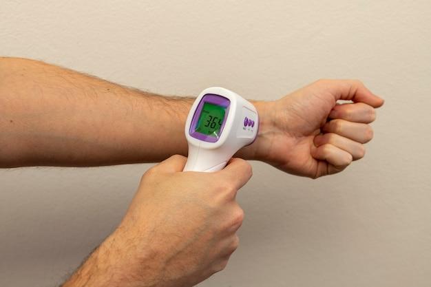 Impulso di misurazione termometro di approssimazione digitale
