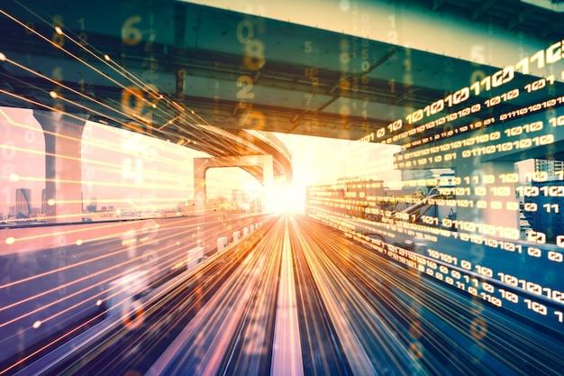 Flusso di dati digitali su strada con sfocatura del movimento per creare una visione del trasferimento ad alta velocità