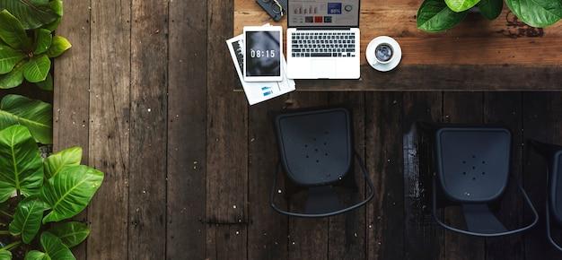 Computer portatile digitale che lavora concetto di business globale