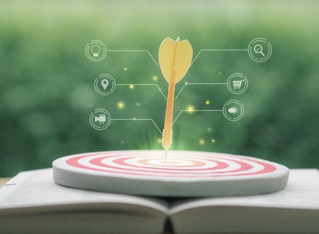 Idea di concetto di foto seo marketing digitale con infografica