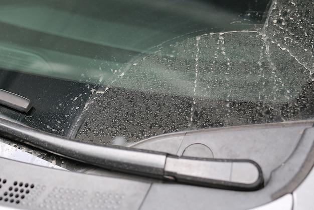 Sporco sull'inquinamento delle auto di vetro