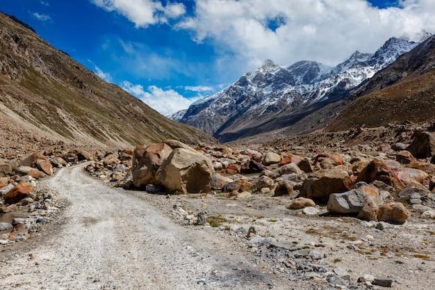 Strada sterrata in himalaya