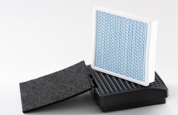 Filtro antipolvere sporco. filtro aspirapolvere su sfondo bianco