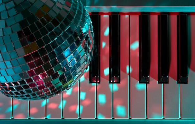 Palla da discoteca e tastiera
