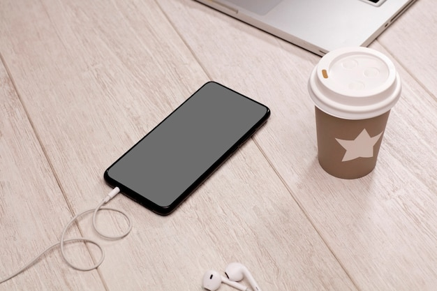 Tazza da tè usa e getta e riciclabile con telefono a stella con auricolari