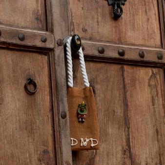 Segno di non disturbare appeso a una porta, sayulita, nayarit, messico