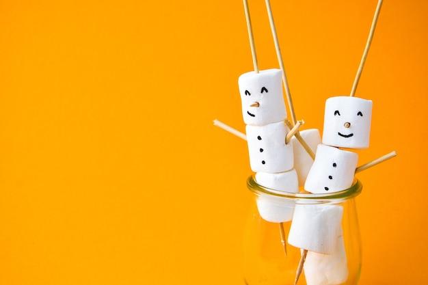 Marshmallows bianchi fai da te dolci per bambini divertenti marshmallow pupazzo di neve di natale passo dopo passo