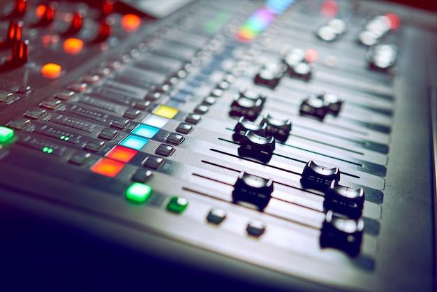 Console dj in discoteca
