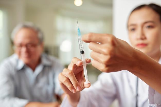 Il dottore produrrà un vaccino contro l'influenza