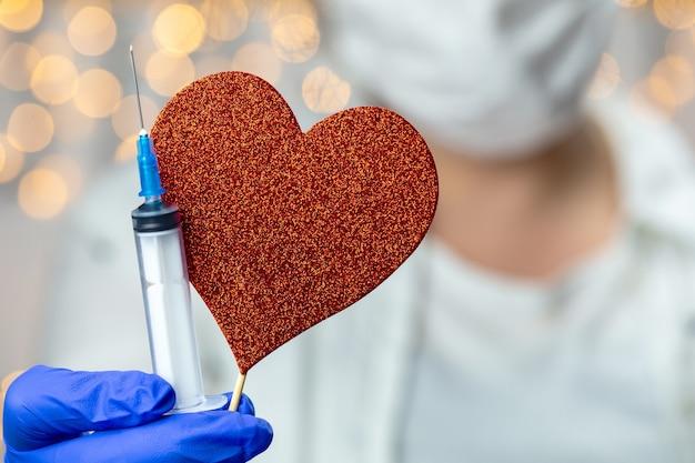 Dottore, infermiera, scienziato, ricercatore mano in guanti blu che tengono influenza, morbillo, coronavirus
