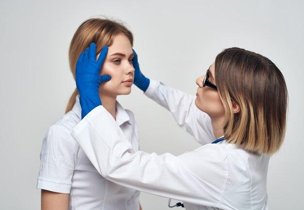 Sfondo chiaro delle procedure di guarigione dello stetoscopio medico