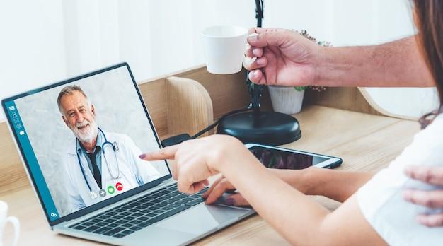 Video online del servizio di telemedicina del medico per il paziente
