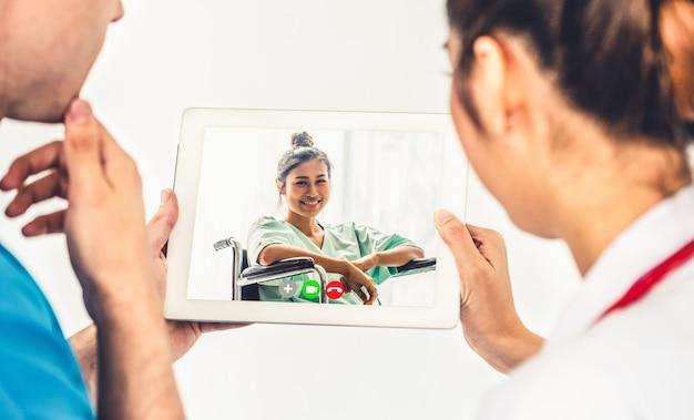 Video online del servizio di telemedicina del medico per la chat medica virtuale sulla salute del paziente