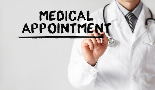 Parola di scrittura del medico appuntamento medico con il pennarello