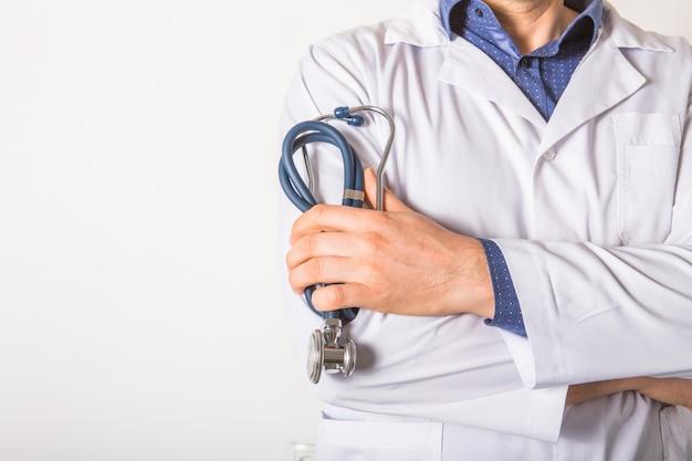 Medici con stetoscopio, in ospedale. servizi di personale medico sanitario.