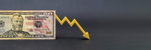 Inflazione del dollaro, deprezzamento del dollaro, potere d'acquisto in calo della valuta americana, concetto di crollo del dollaro e del sistema finanziario